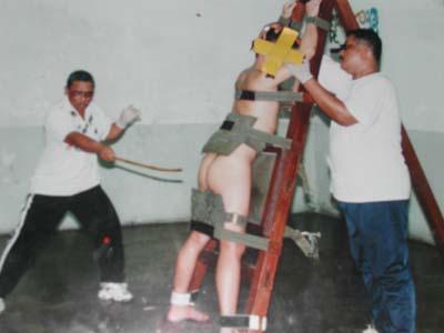 Hukuman Cambuk Malaysia http://www.opoae.com/2013/02/bedanya-hukum-cambuk-di-aceh-dengan.html
