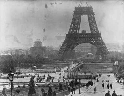 Menara eiffel tahun 1945