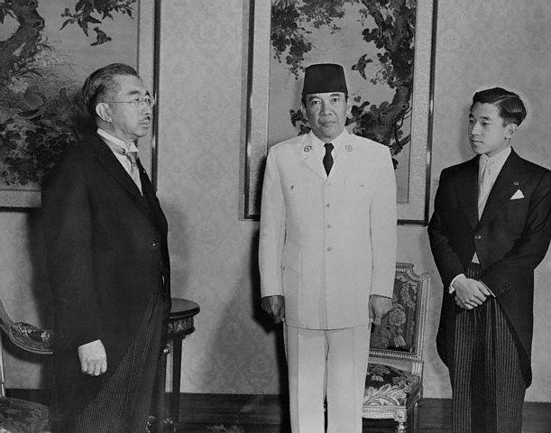 Bersama mantan negara penjajah
