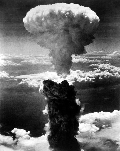 http://iwandahnial.files.wordpress.com/2008/09/nuklir-2-nagasakibomb.jpg