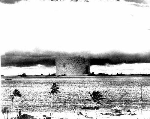 Ledakan Nuklir yang mengerikan [roghuzshy.wordpress.com]