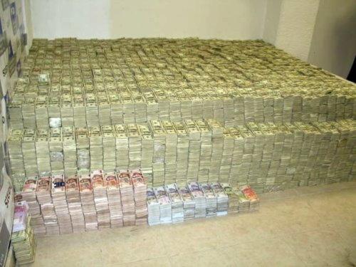 Inilah Gambaran Tumpukan Uang Kertas Senilai 250 Juta As Yang Disita