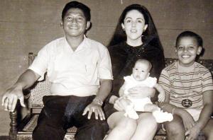 Obama beserta Ayah tiri dan ibunya
