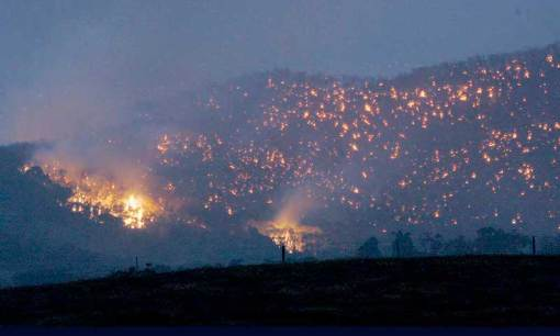 Australia, Februari 2009. Kebakaran hutan melanda Victoria seluas 413 ribu hektar. 181 orang meninggal dunia, lebih dari 100 orang luka-luka, 1.834 rumah habis terbakar dan sekitar 7000 jiwa kehilangan tempat tinggal.