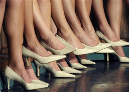 целовать женские ножки фото