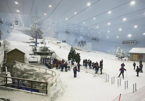 Ski Ini Berada Di Dubai Uni Emirat Arab Di Tengah Tengah Padang