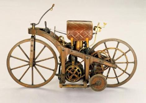 Ilustrasi Sepeda Motor Pertama di Dunia