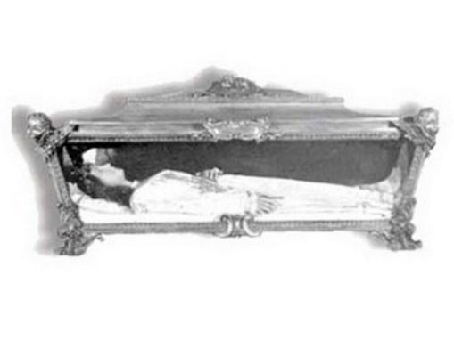 kabar-aneh.blogspot.com - Inilah Beberapa Mayat-mayat yang Tidak Pernah Membusuk Sampai Sekarang