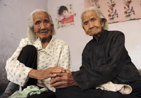 Anak Kembar Tertua Di Dunia [ www.BlogApaAja.com ]