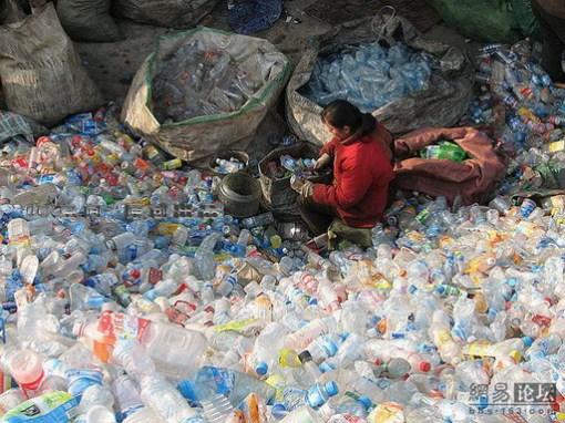 Foto Bukit Plastik yang unik/bambang-gene.blogspot.com