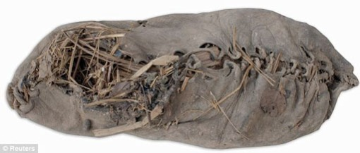 Sepatu Tertua di Dunia Ditemukan di Sebuah Gua