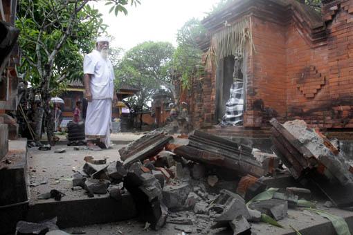 Dua Gempa Besar Mengguncang Bali Pada Hari Kamis Tanggal  Gempa Pertama Berkekuatan  Sr Terjadi Pada Pukul   Wita