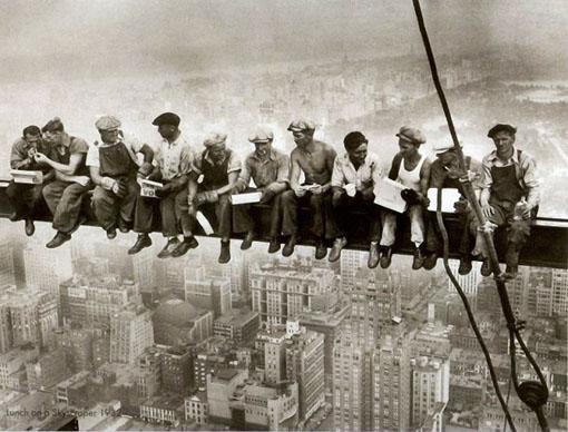 NGERI......PARA PEKERJA BANGUNAN DI NEW YORK TAHUN 1930-an PADA NARSIS
